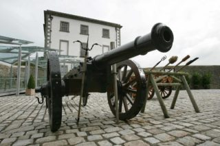 The cannon in the stable yard