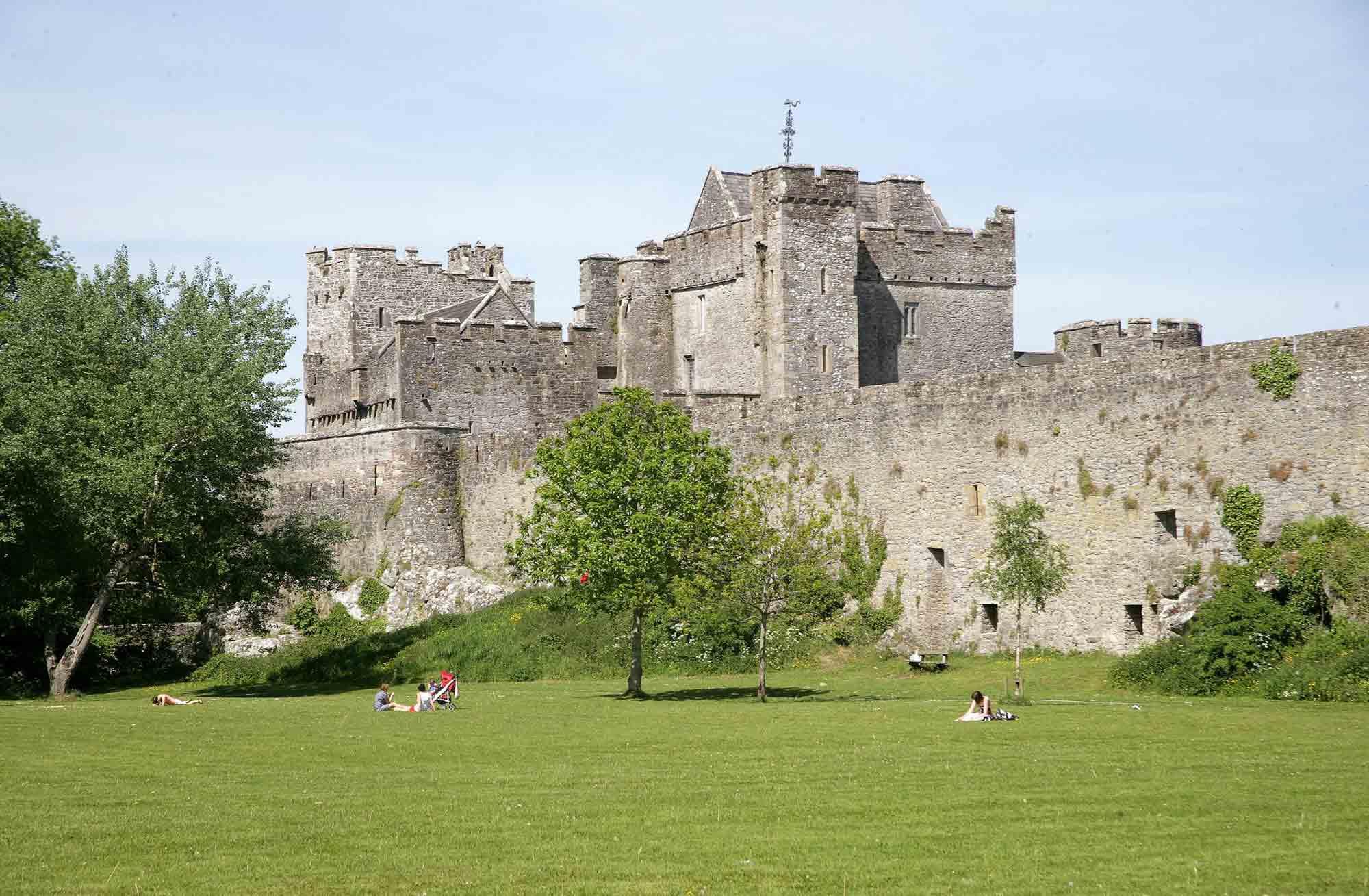 en area behind the castle.