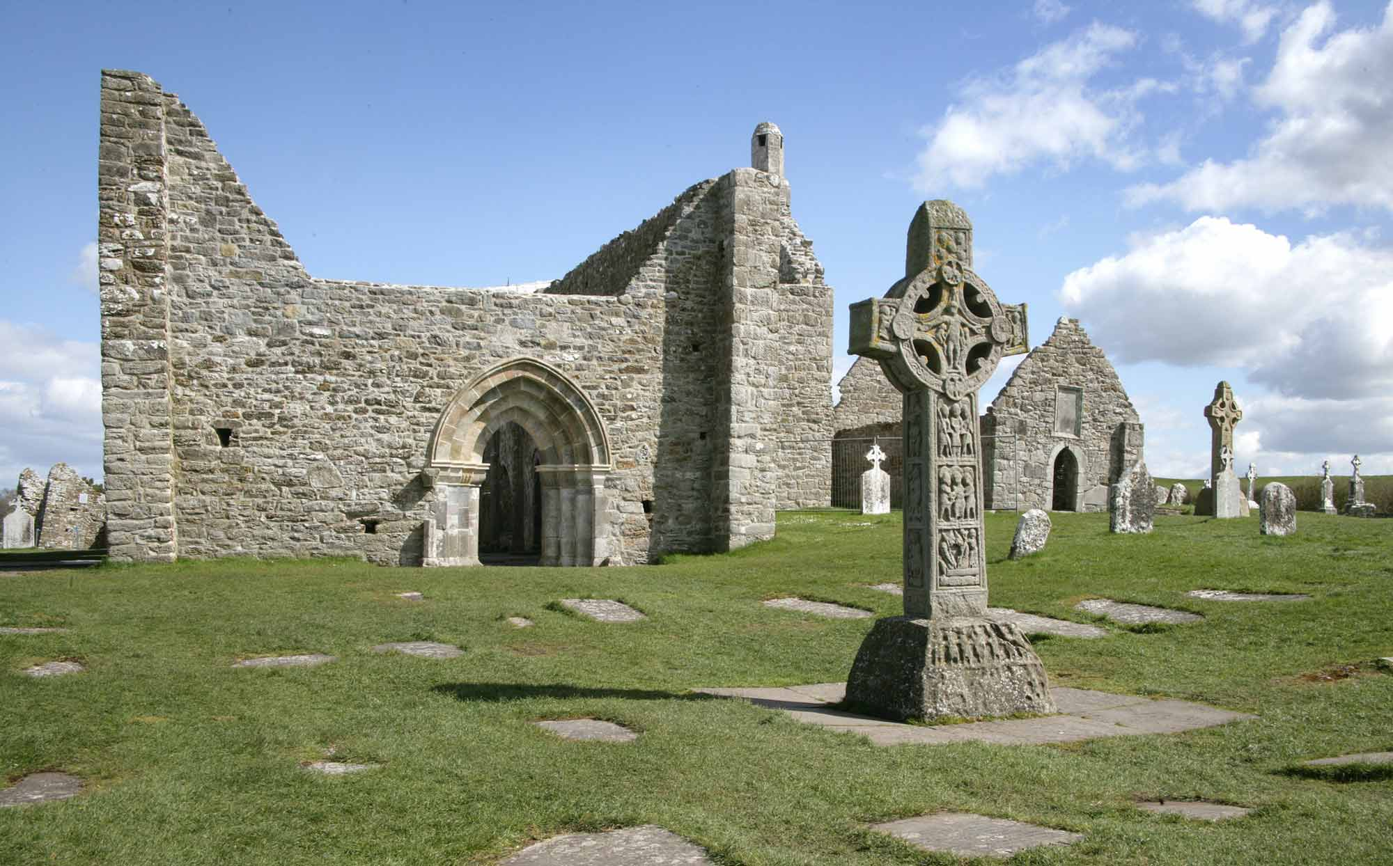 Clonmacnoise Cathedral and the Cross of the Scriptures