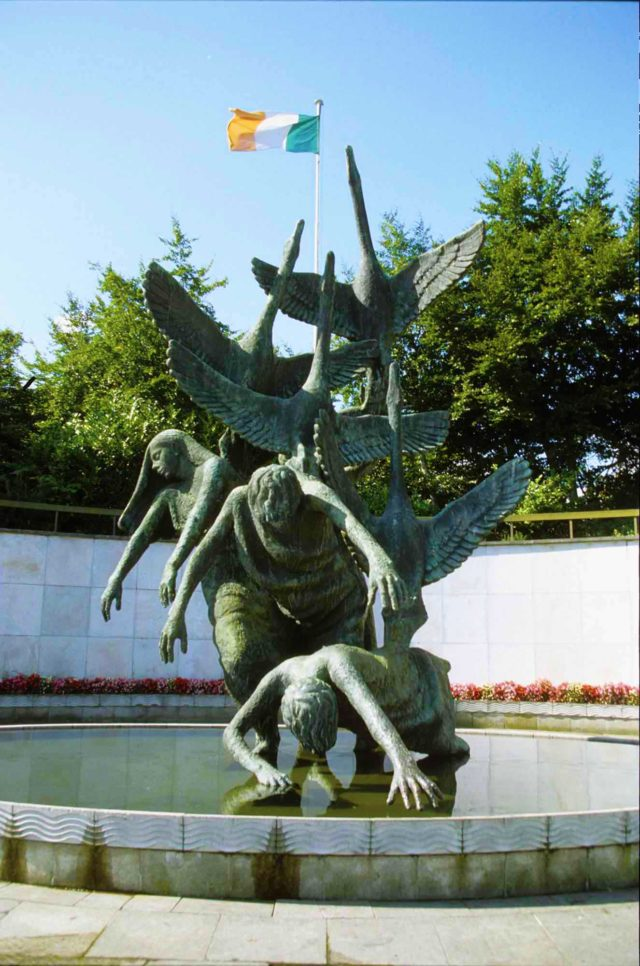 Children of Lir statue