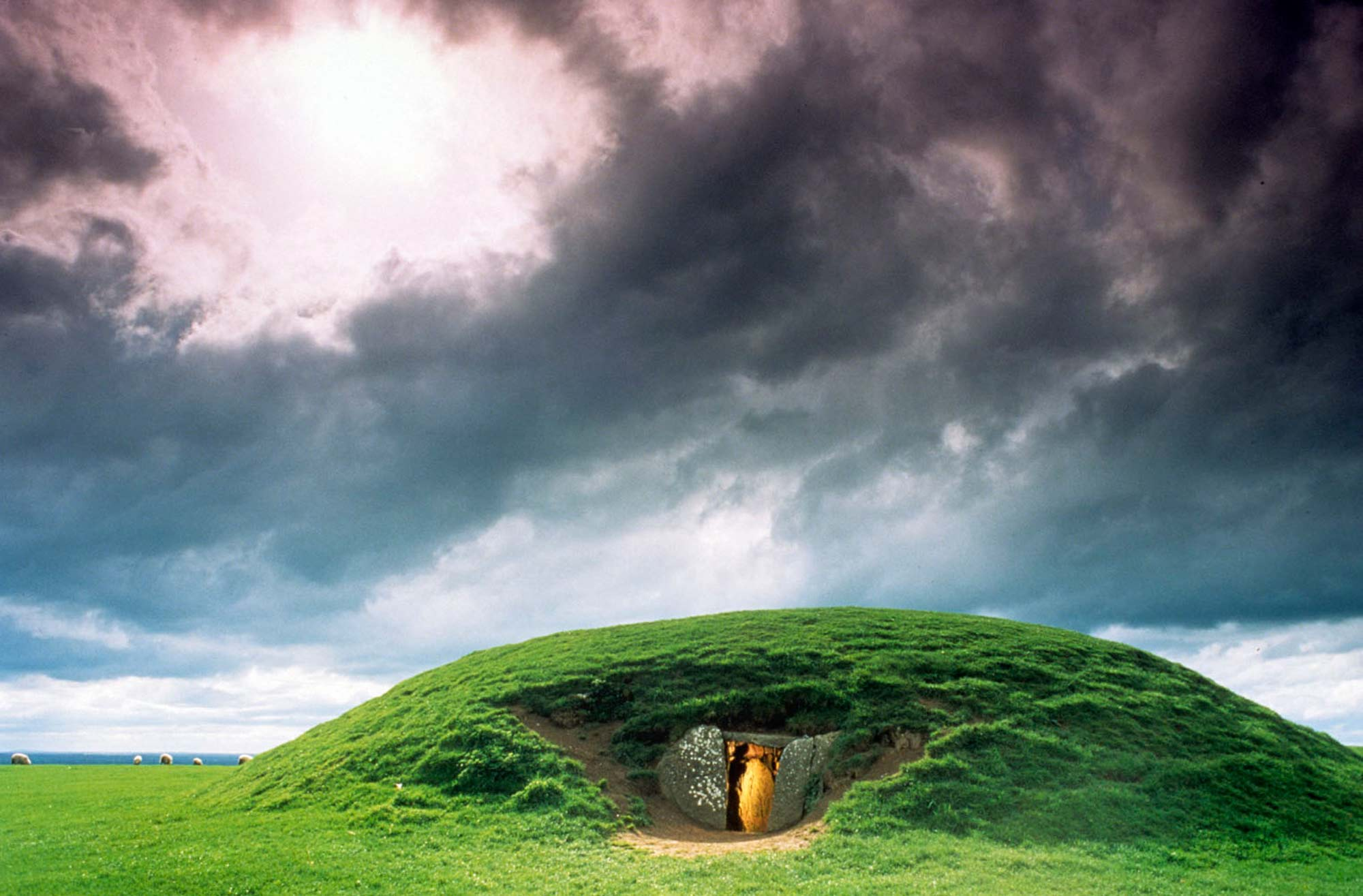 The Mound of the Hostages – a 5000 year old passage tomb