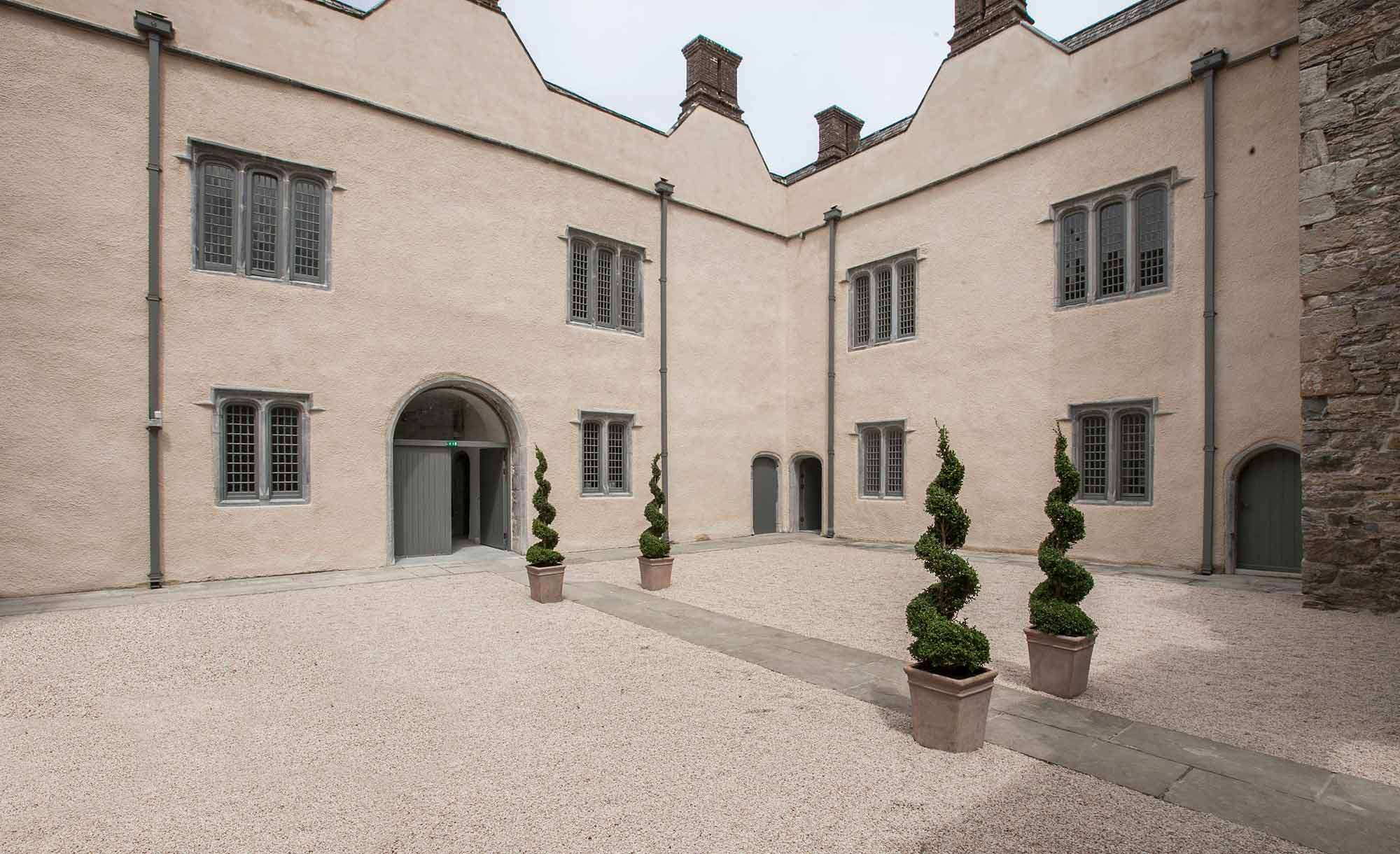Ormond-Castle Upper courtyard