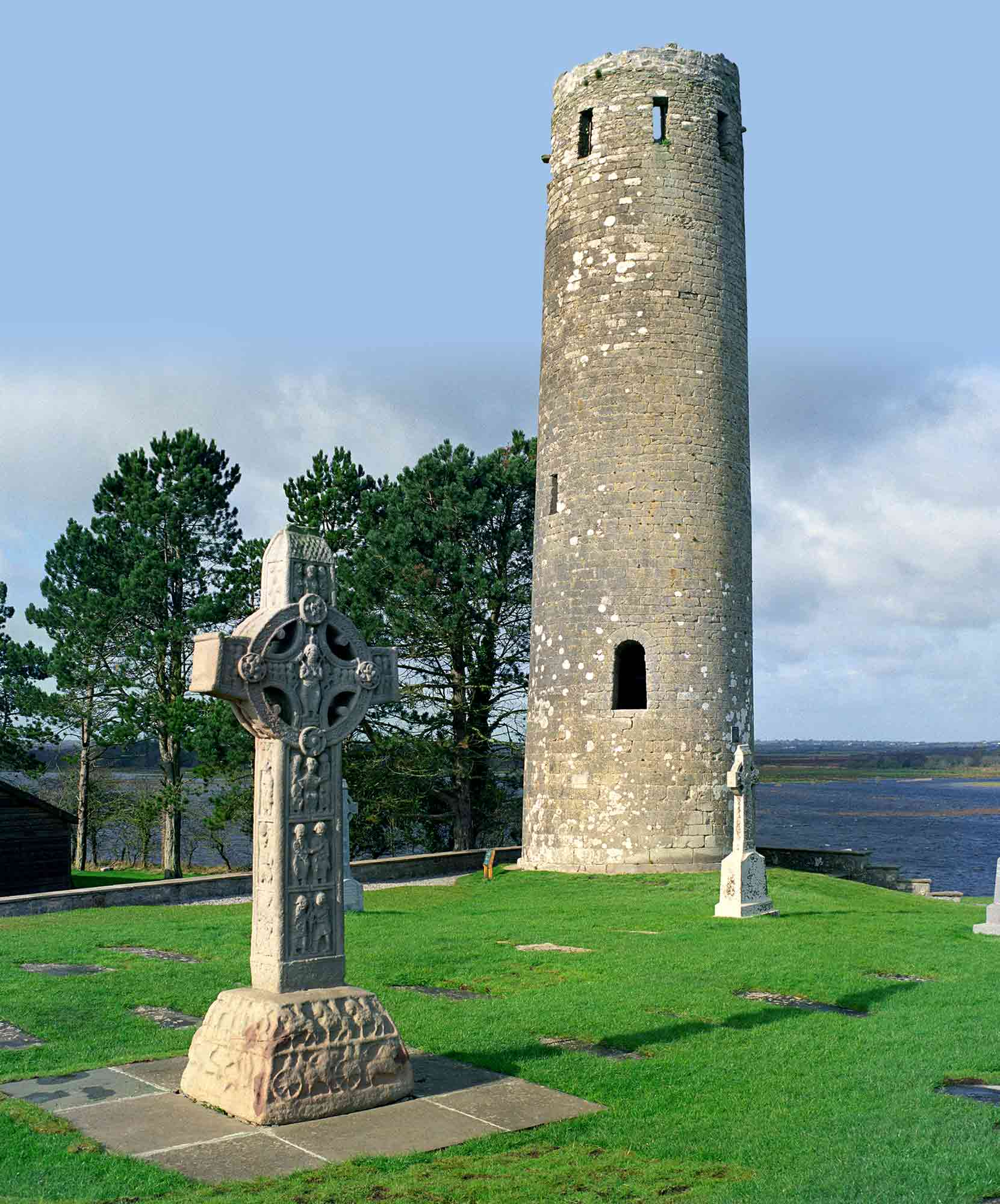 Round Tower and High Cross at Clonmacnoise