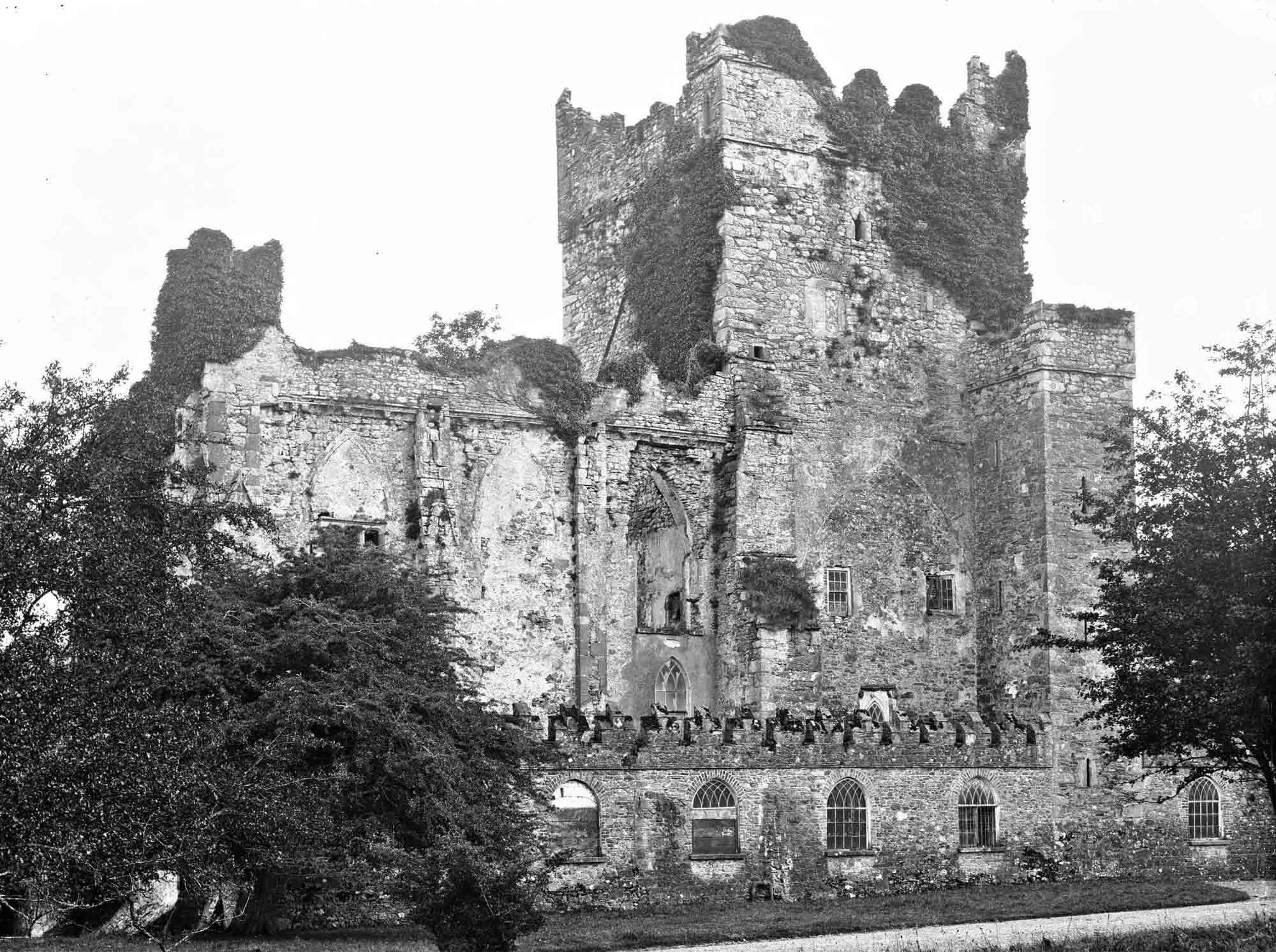 Image of Tintern Abbey taken in 1902.